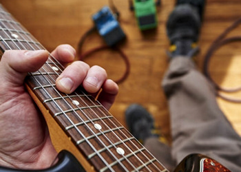 Guitar Effects Pedals: Volume 1 ACCREDITED BY CPD